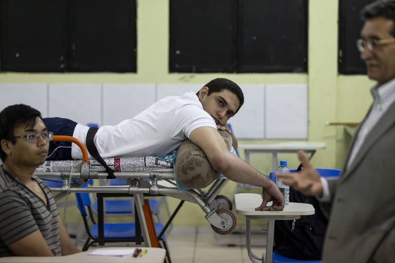 Aluno de medicina assiste a aulas de maca no Piauí
