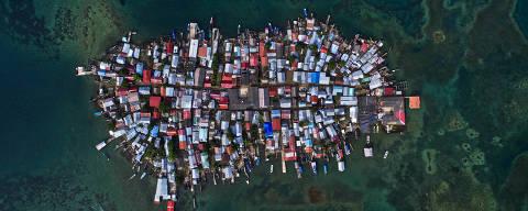 COMARCA GUNA YALA, PANAMÁ 10/12/2017. Vista aérea da Ilha Carti Sugdub na Comarca Guna Yala. Além da superpopulação, algumas ilhas do arquipélago de San Blas estão muito expostas a variação do nível do mar, forçando a comunidade a se reassentar no continente.( Foto: Lalo de Almeida ) CIENCIA *** EXCLUSIVO FOLHA*** *** trocas tratamento *** ORG XMIT: AGEN1801181319262392