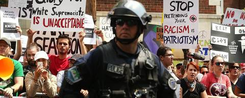 KNOXVILLE, TN - AUGUST 26: Hundreds of protesters demonstrate against a Confederate monument in Fort Sanders as a smaller number of pro-confederate supporters stand against the removal of the memorial monument on August 26, 2017 in Knoxville, Tennessee. The rally around the disputed memorial to the Civil War dead comes two weeks after a gathering of white supremacists and counter demonstrators in Charlottesville, Virginia that turned deadly.   Spencer Platt/Getty Images/AFP == FOR NEWSPAPERS, INTERNET, TELCOS & TELEVISION USE ONLY ==