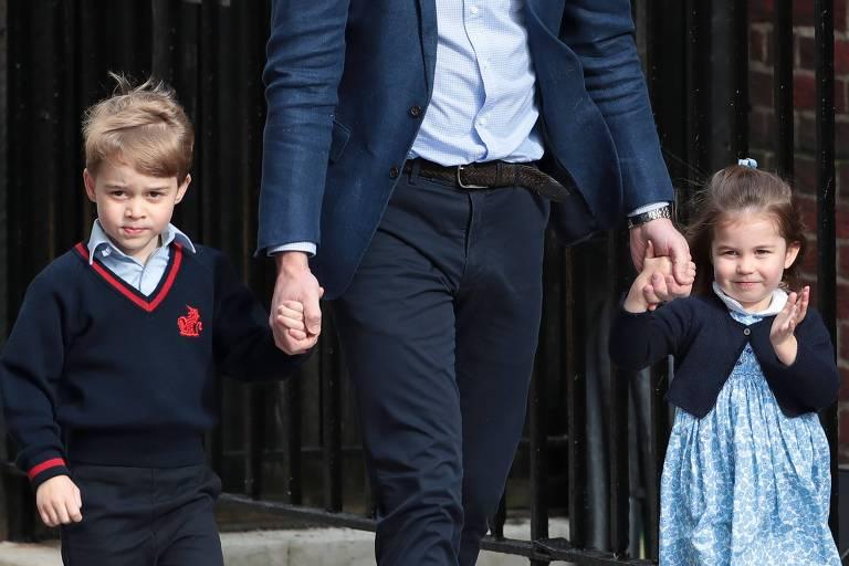 George e Charlotte visitam a mãe, Kate Middleton, e o novo irmão no hospital
