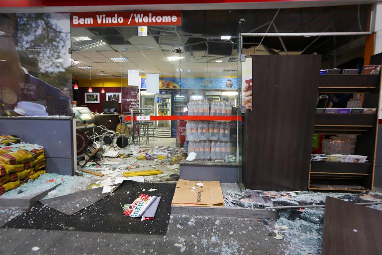 Criminosos explodem caixa eletrônico em posto de gasolina na Vila Mariana, zona sul de São Paulo