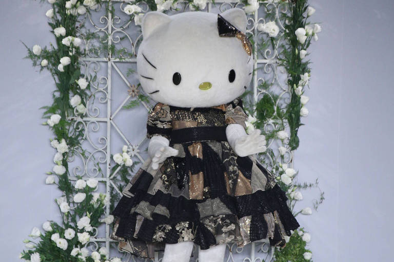 Hello Kitty no desfile do estilista Samuel Cirnansck