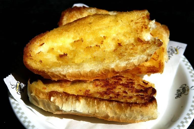 Quatro tipos de pão na chapa
