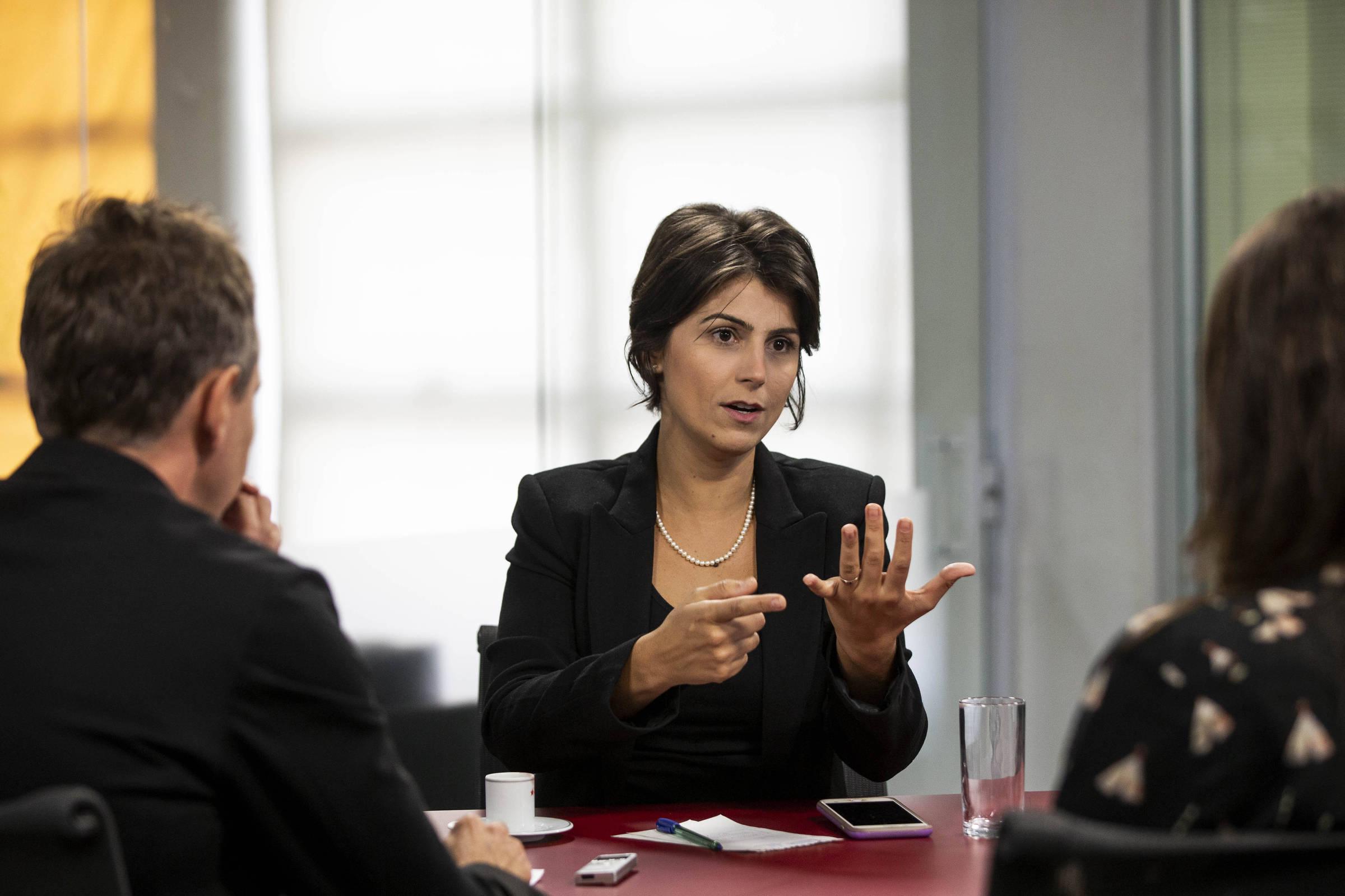 A pré-candidata à Presidência pelo PC do B, Manuela D'Ávila, durante entrevista à TV Folha