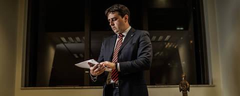 SÃO PAULO, SP, BRASIL, 23-04-2018: Retrato de Thiago Lacerda Nobre (38), procurador-chefe do Ministério Público Federal no estado, em seu escritório no Ministério Público. (Foto: Bruno Santos/ Folhapress) *** FSP-PODER *** EXCLUSIVO FOLHA***