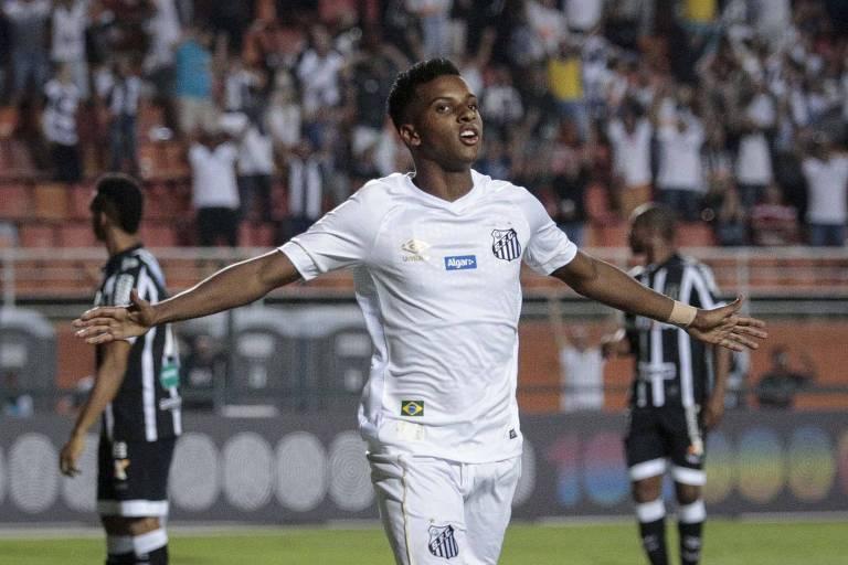 Rodrygo comemora gol contra o Ceara em jogo valido pela primeira rodada do Campeonato Brasileiro 2018 serie A, no estadio do Pacaembu.