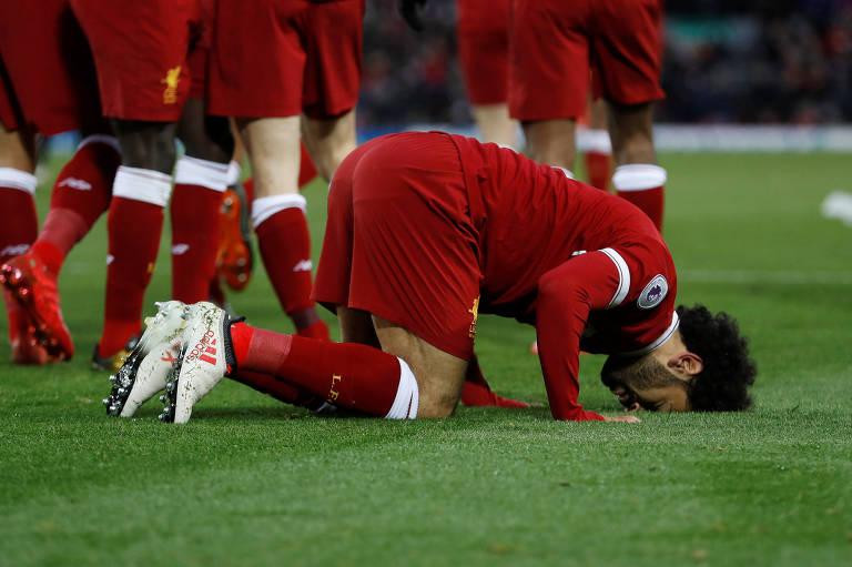 Salah celebra gol fazendo o 'sujood', gesto muçulmano de elevação espiritual