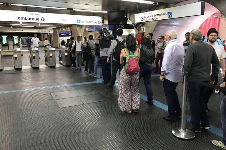 Linha 1-azul é fechada