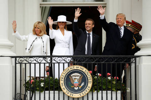 U.S. President Donald Trump, first lady Melania Trump and French President Emmanuel Macron and his wife Brigitte Macron wave during an arrival ceremony at the White House in Washington, U.S., April 24, 2018. REUTERS/Joshua Roberts ORG XMIT: MAT30