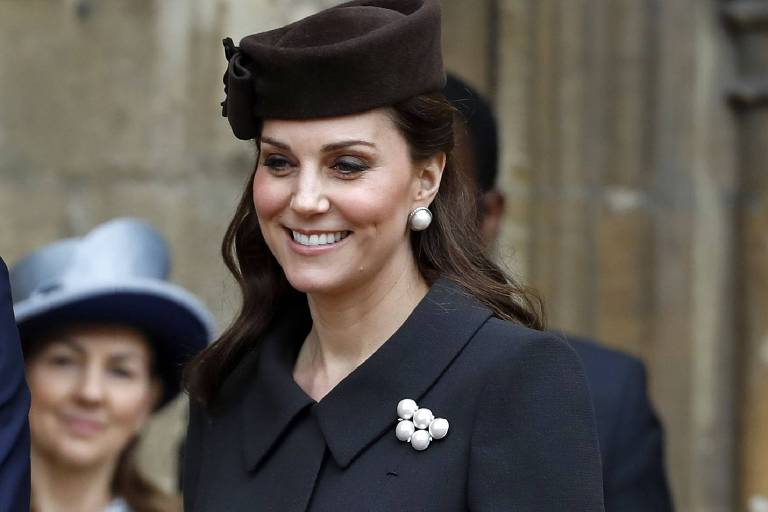 A duquesa de Cambridge, Kate Middleton, saindo da missa de Páscoa na St. George's Chapel, no Castelo de Windsor Castle, em abril de 2018