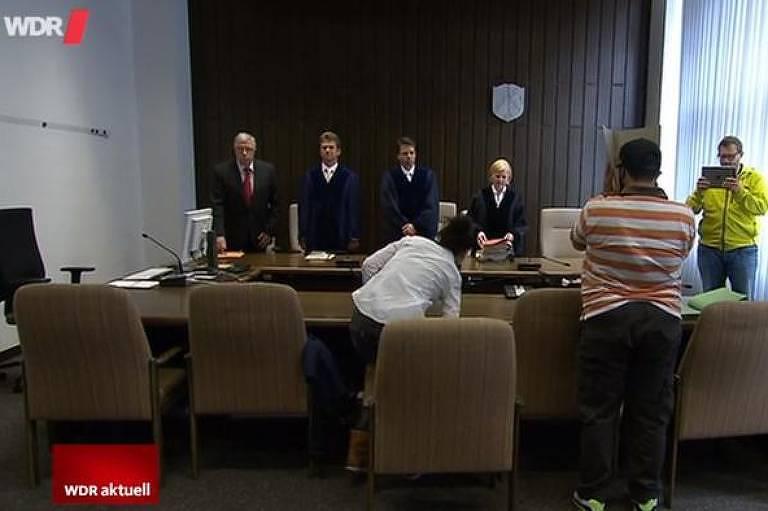audiência judicial em corte