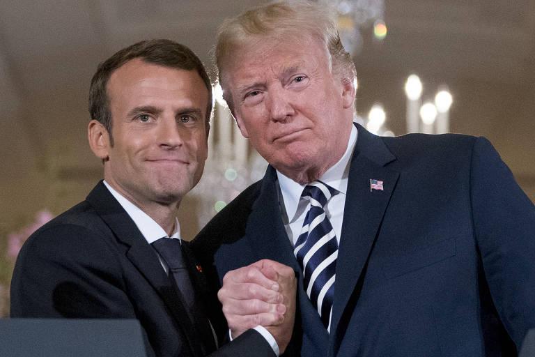Donald Trump e o presidente francês Emmanuel Macron se cumprimentam após entrevista na Casa Branca, em Washington