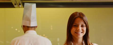 SÃO PAULO / SÃO PAULO / BRASIL - 17 /04/15 - 15 :00h - Retrato da vencedora do MasterChef, Elisa Fernandes, que vai viajar para Paris para estudar no Cordon Bleu. ( Foto: Karime Xavier / Folhapress) . ***EXCLUSIVO***MONICA BERGAMO  LEGENDA DO JORNAL Campeã da primeira temporada do 'MasterChef