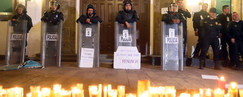 Riot police guard the entrance of the governor's official residence during a vigil in memory of three film students that were kidnapped and killed by gunmen after being confused with members of a rival gang, in Guadalajara, Mexico April 23, 2018. Picture taken April 23, 2018. REUTERS/Stringer NO RESALES. NO ARCHIVES. ORG XMIT: GGGTBR03