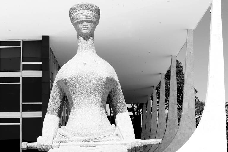 Prédio do STF com a estátua da Justica