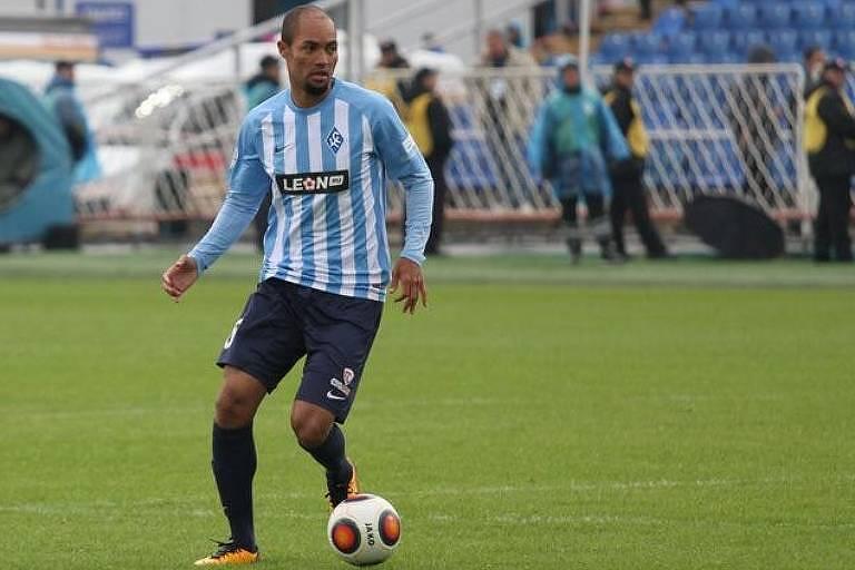 Zagueiro brasileiro Nadson defende o Krilia Sovetov