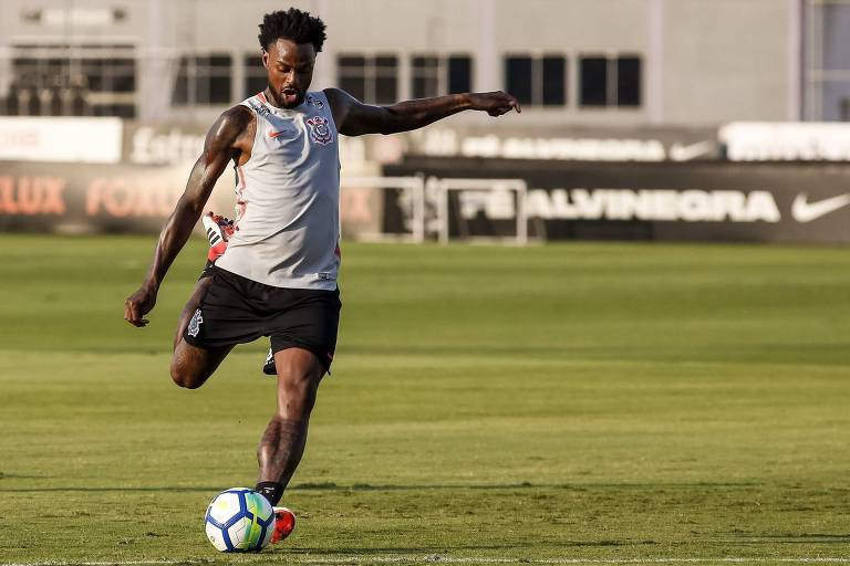Renê Junior se em treinamento do Corinthians