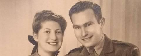 Janina Landau Schlesinger (1924-2018) com o marido, Hugo