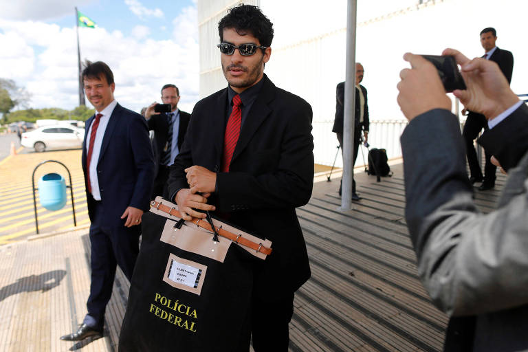 PF deixa o prédio do Senado com malote de material apreendido no gabinete do senador Ciro Nogueira (PP-PI)
