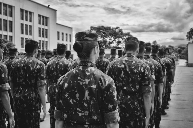 """""""Laços de Honra: o outro lado do Exército"""""""