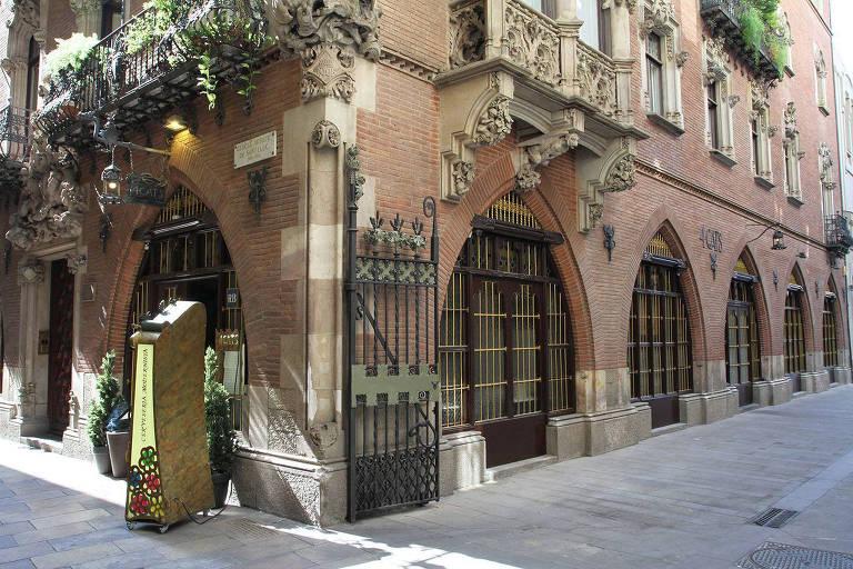 Fachada do restaurante Els Quatre Gats, em Barcelona, na Espanha