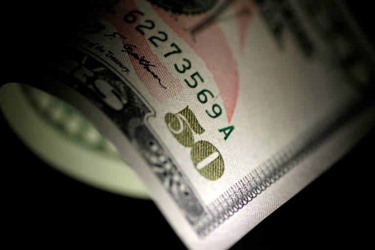 Dólar sobe pelo 5º dia e fecha no maior nível desde junho de 2016