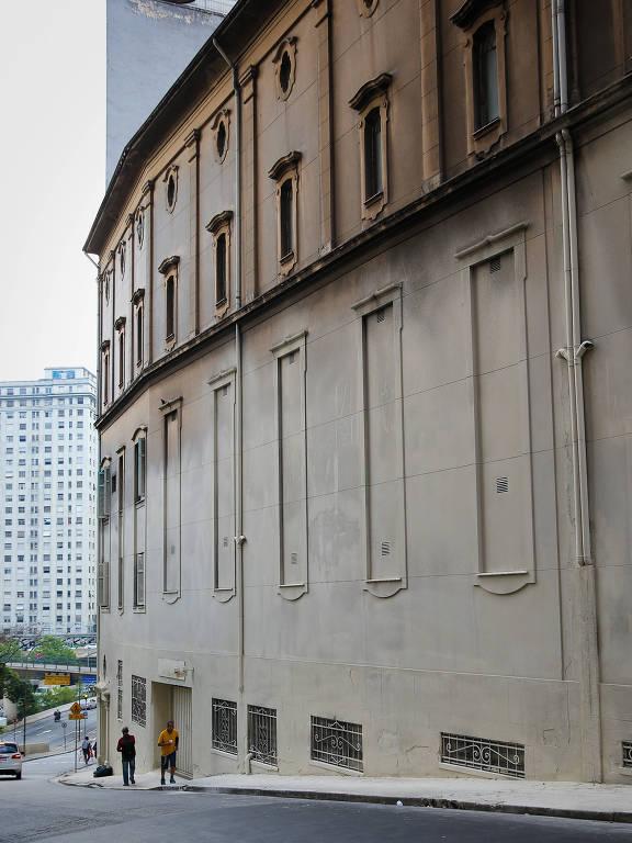 Convento São Francisco amanhece misteriosamente pintado