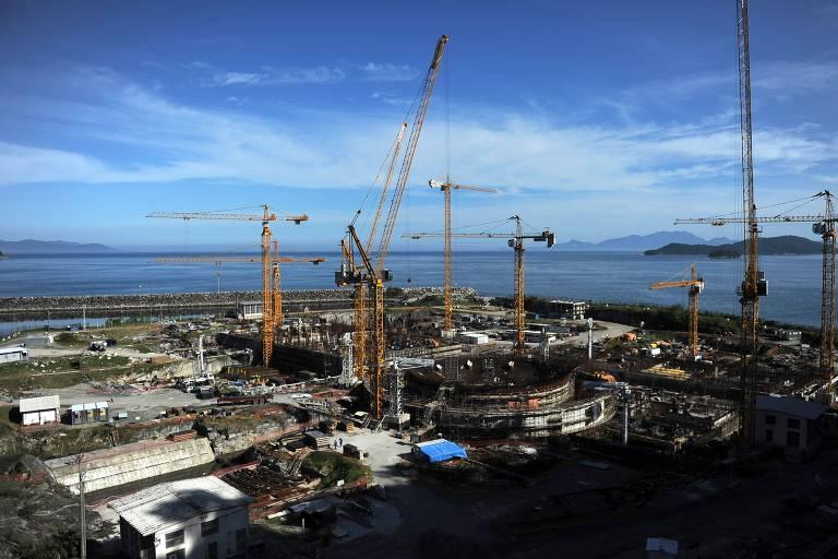 Vista aérea das obras da usina nuclear de Angra 3, em Angra dos Reis (RJ), considerada prioritária para o governo Bolsonaro