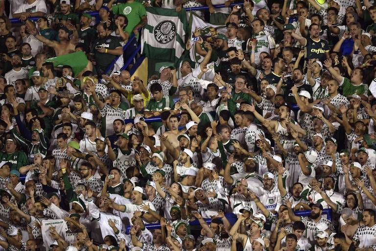 Torcida do Palmeiras lotou o setor visitante da Bombonera na fase de grupos da Libertadores