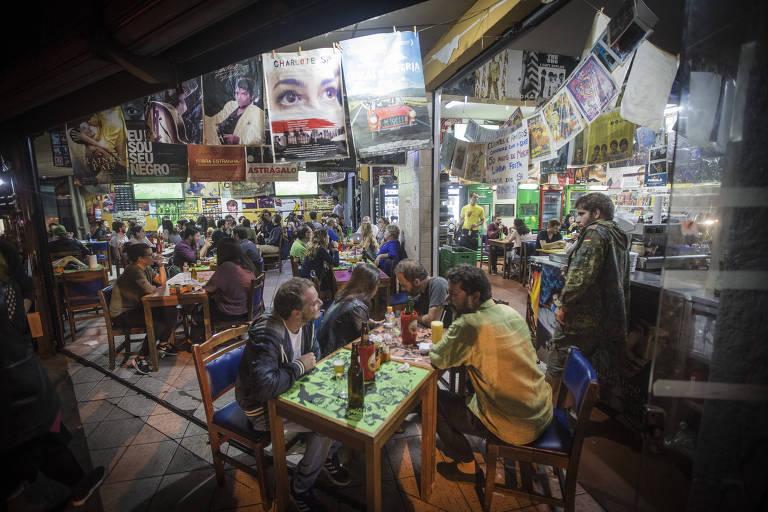 Ambiente do bar Mercearia São Pedro, inaugurado como mercearia em 1968, na Vila Madalena