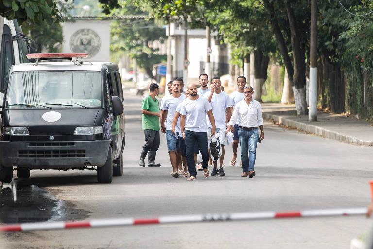 Pessoas que foram detidas em festa supostamente organizada pela milícia no Rio começam a ser liberadas