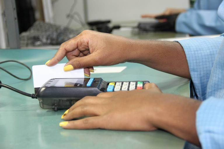 Leitora aguarda restante do estorno do valor cobrado indevidamente em seu cartão de crédito