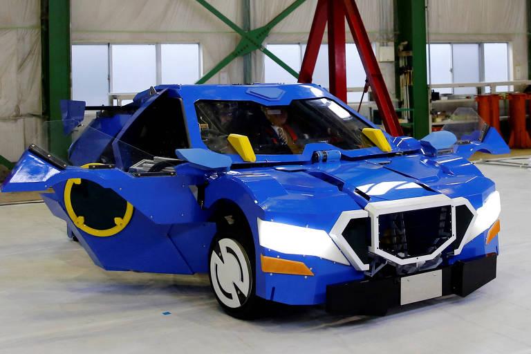 Robô humanóide que se transforma em carro