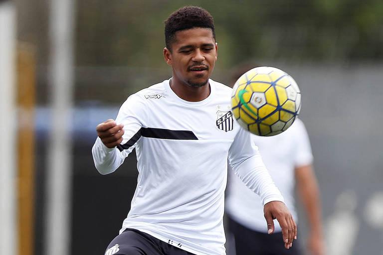 Diogo Vitor foi pego em exame antidoping e clube estuda interná-lo nas dependências do Santos para acompanhar o atleta de perto