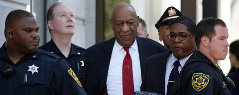 Actor and comedian Bill Cosby exits Montgomery County Courthouse after a jury convicted him in a sexual assault retrial in Norristown, Pennsylvania, U.S., April 26, 2018. REUTERS/Brendan McDermid ORG XMIT: NYK361