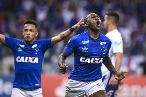 Sassa of Brazil's Cruzeiro, right, celebrates his goal against Chile's Universidad de Chile during a Copa Libertadores soccer match in Belo Horizonte, Brazil, Thursday, April 26, 2018. Cruzeiro won 7-0. (AP Photo/Juliana Flister) ORG XMIT: XSI107