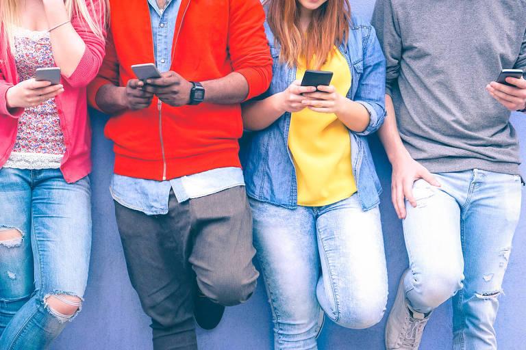 A troca de celular costuma ocorrer a cada um ano e um mês para a média dos brasileiros