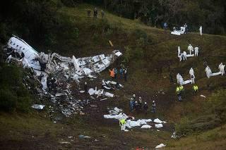 Relatório final diz que voo da Chape entrou em alerta 40 min antes de cair