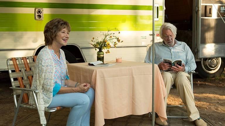Donald Sutherland e Helen Mirren em cena de