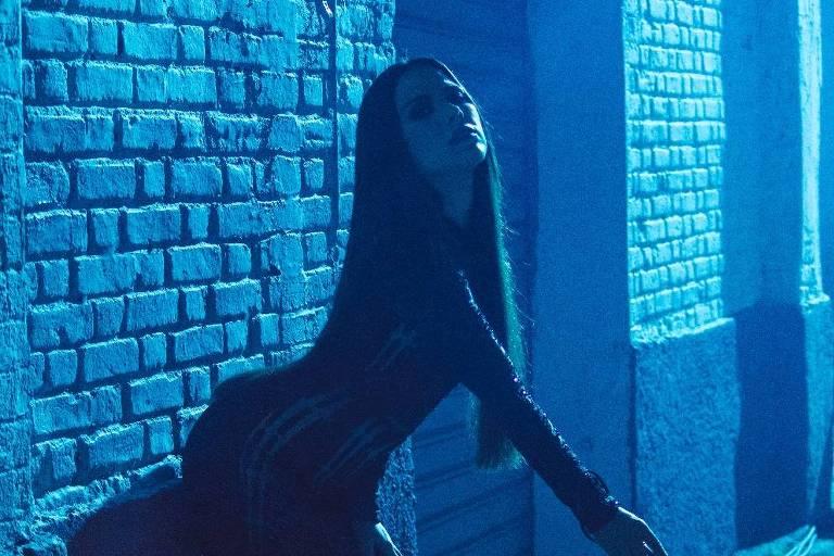 """A cantora Wanessa em cena do novo clipe """"Mulher Gato"""""""