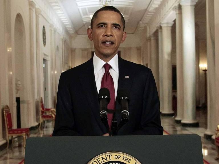 obama atrás de pódio