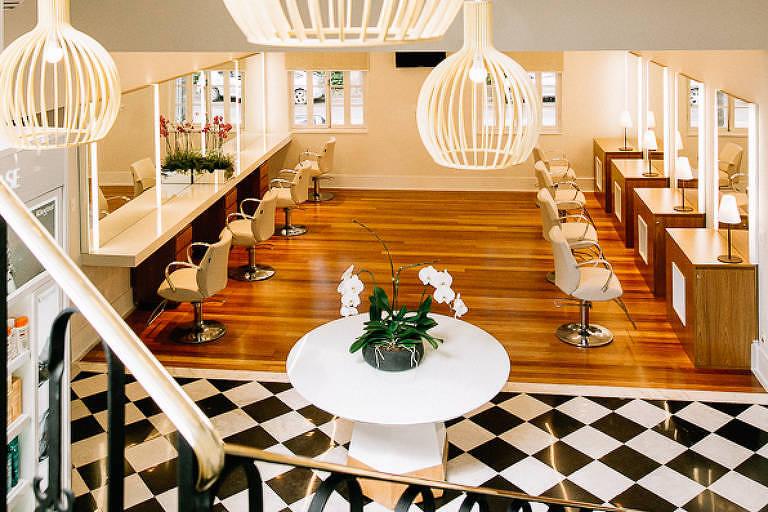 Fundado por franceses, Jacques Janine vence na categoria salão de beleza