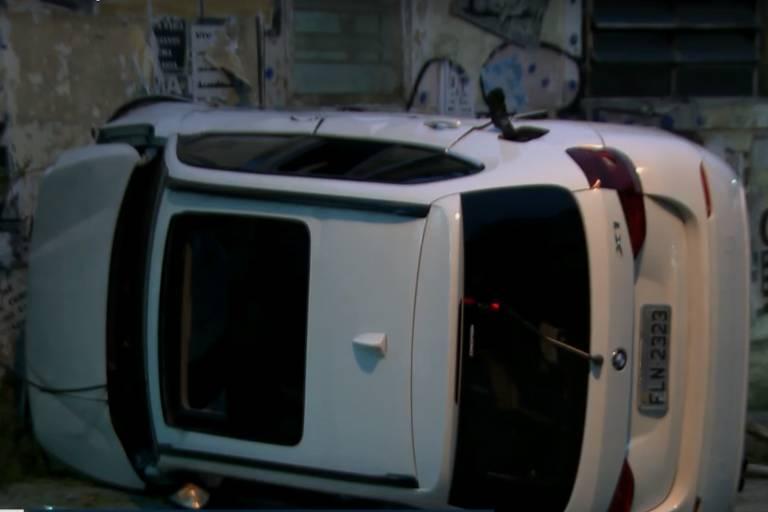 BMW capota no Bom Retiro após proprietária deixar carro para manutenção
