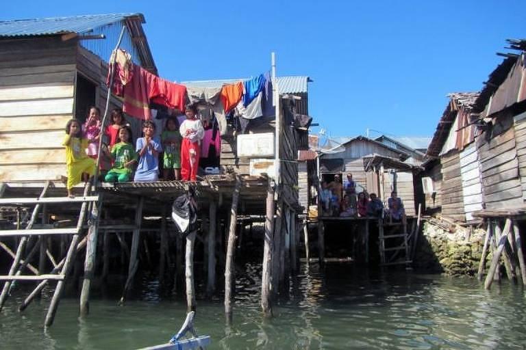 Casas de palafita ou casas-barco são tradicionais entre os bajaus
