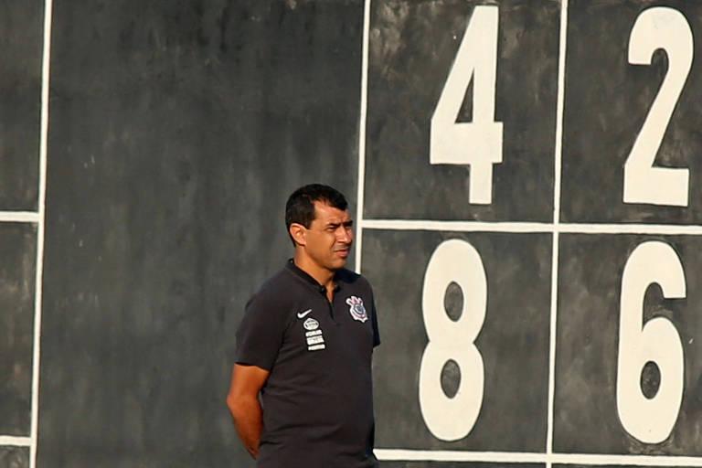 Fabio Carille, do Corinthians, durante treino no C.T. Joaquim Grava