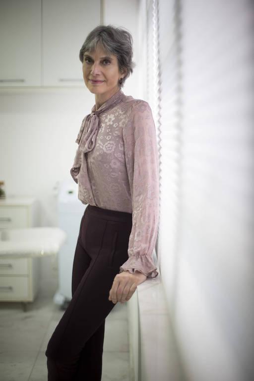A cirurgiã plástica Vera Lúcia Cardim, 65, é especialista em cirurgias para corrigir malformações faciais