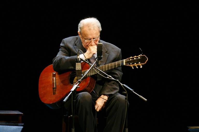 O músico João Gilberto durante apresentação no Teatro Municipal do Rio de Janeiro, em 24 de agosto 2008