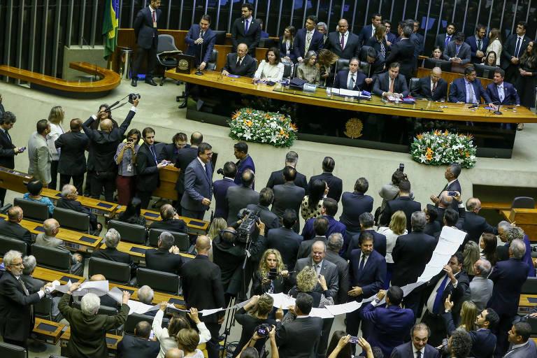 Parlamentares durante sessão no Congresso Nacional