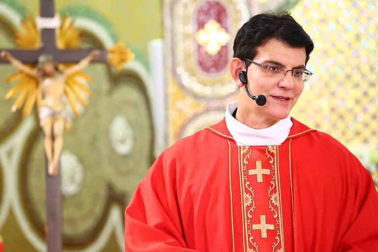 Padre Reginaldo Manzotti em missa pelo seu aniversário de 49 anos
