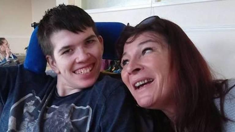 Mãe de Alex desistiu de seu trabalho como personal trainer para se dedicar aos cuidados do filho